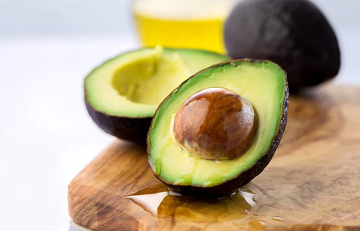 9. Avocado And Green Tea Face Pack For Dry Skin